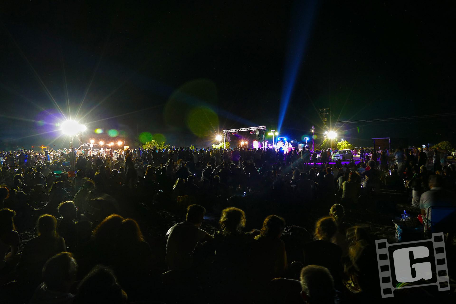 Ιμαμ μπαιλντί, Imam baildi, beach party, live, drone, συναυλία, Χερονήσι, Κυνουρία, Αρκαδία, Χρήστος Γιατράκος, εναέρια Φωτογραφία